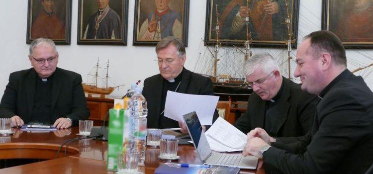 Pismo biskupa Splitske metropolije svećenicima i vjernicima o slavljenju svetih misa i drugih liturgijskih slavlja u vrijeme zaraze koronavirusom